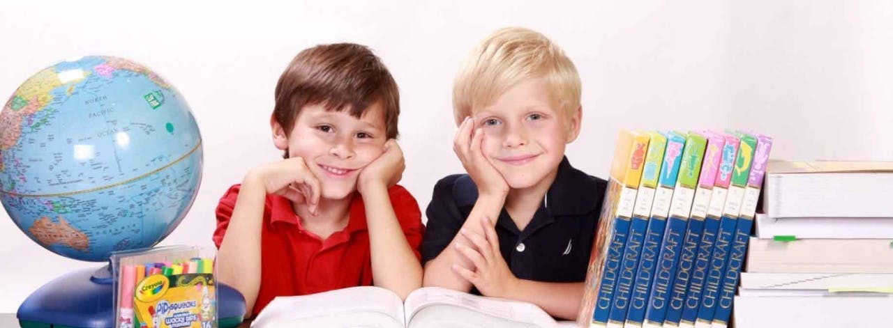 Barn lese bok