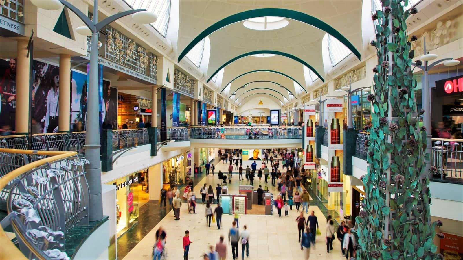 Intérieur d'un centre commercial