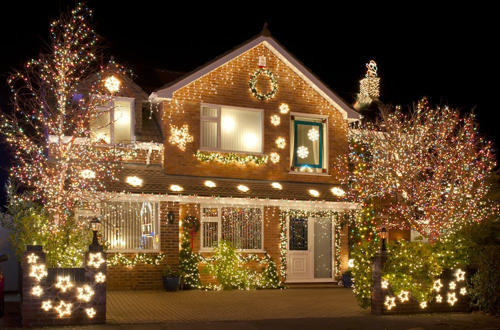 Luminile de Crăciun: ce semnificație au și cum le alegi la tine acasă