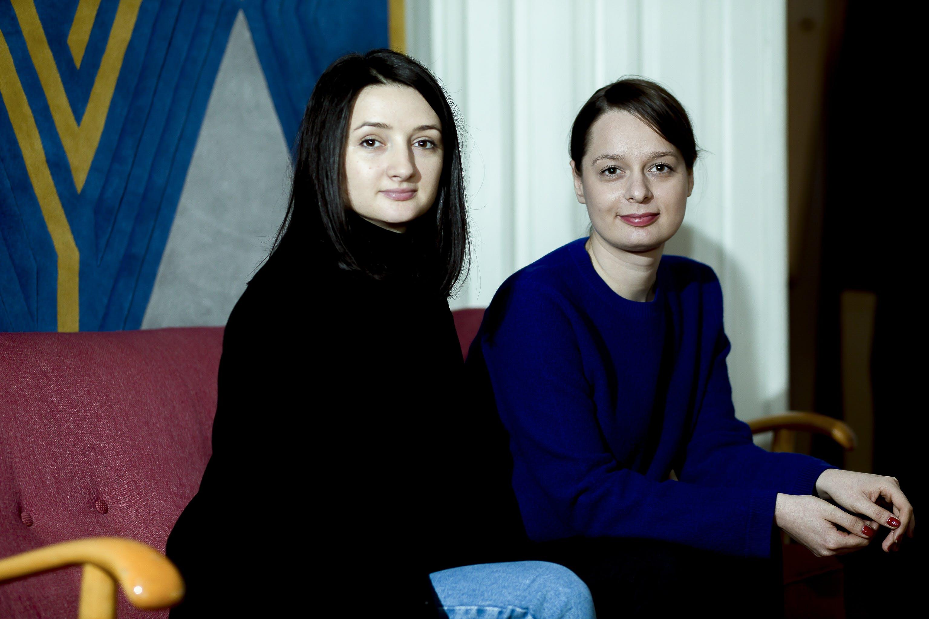 """""""Căutăm un nume care să transmită complexitatea vieții de familie"""". Interviu cu Andreea Batros și Flavia Scînteanu de la Dare to Rug"""