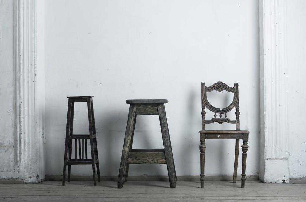 Irina Neacșu: Vechi sau nou? Despre recondiționarea de mobilier.