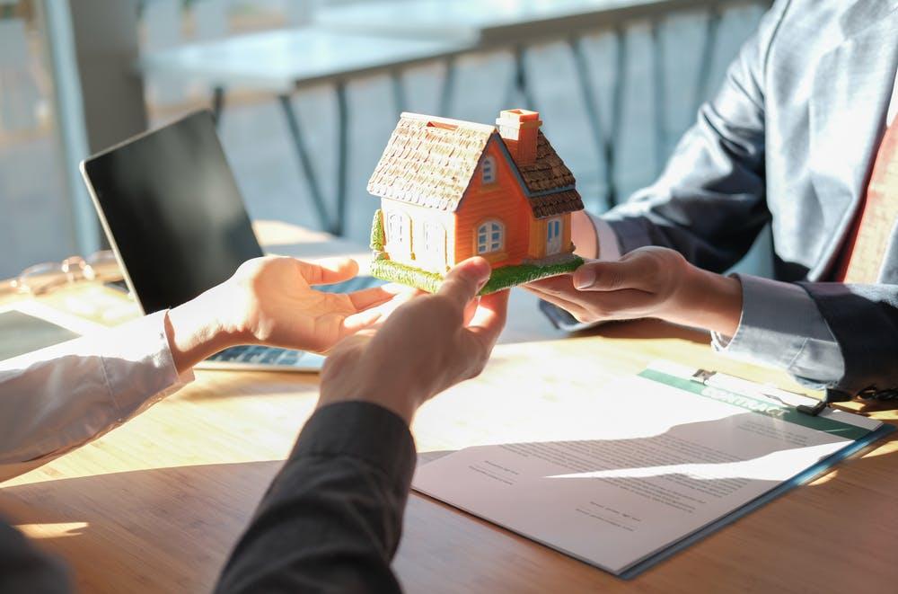 Cum poti vinde un imobil ipotecat