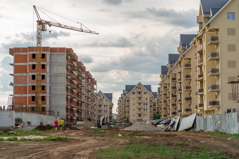 Locuință într-un ansamblu rezidențial: avantaje și dezavantaje