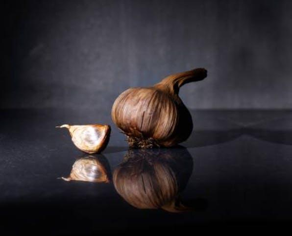 Garlicious Grown black garlic (cropped)