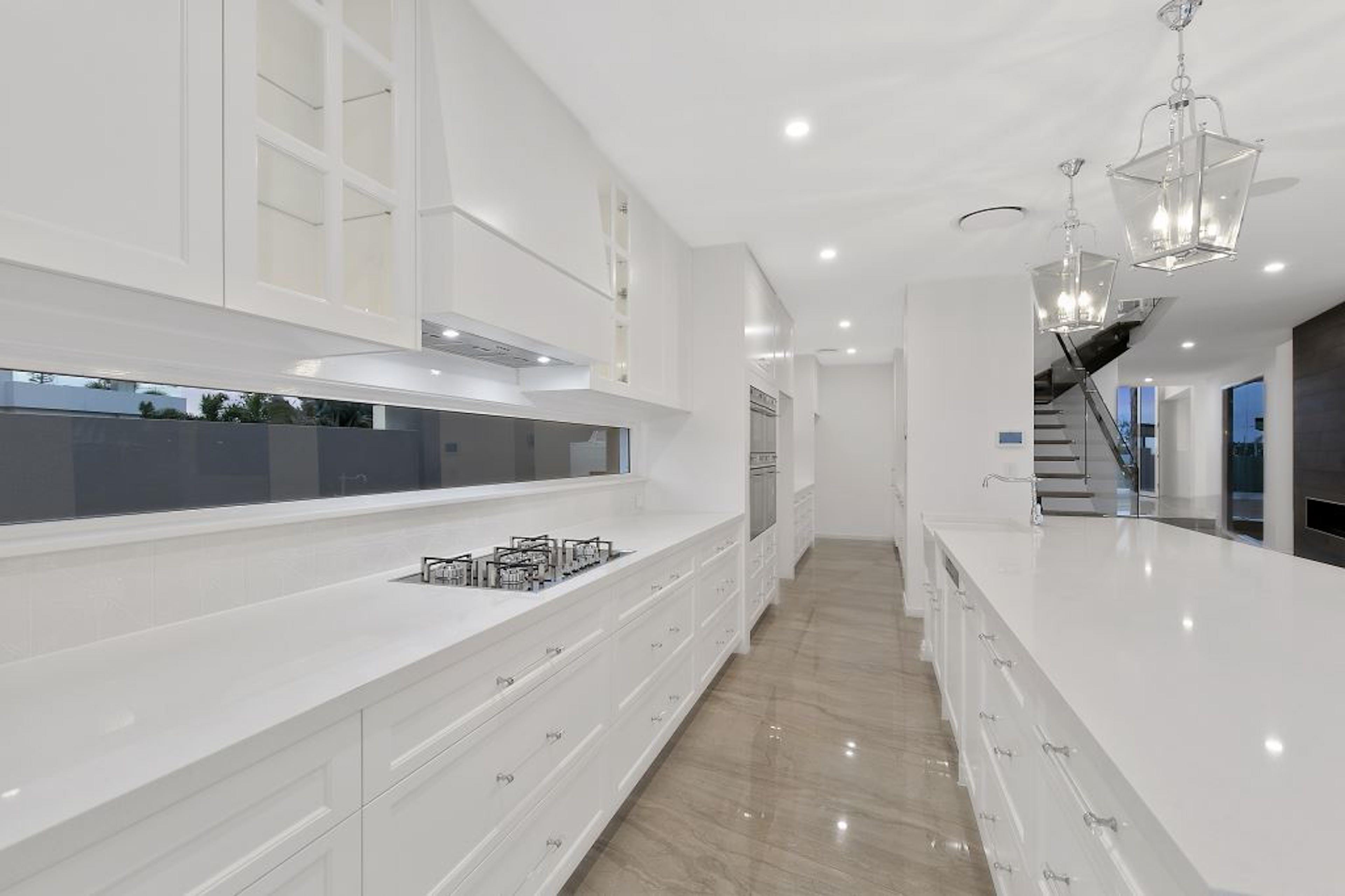 Modern bright hamptons-style kitchen
