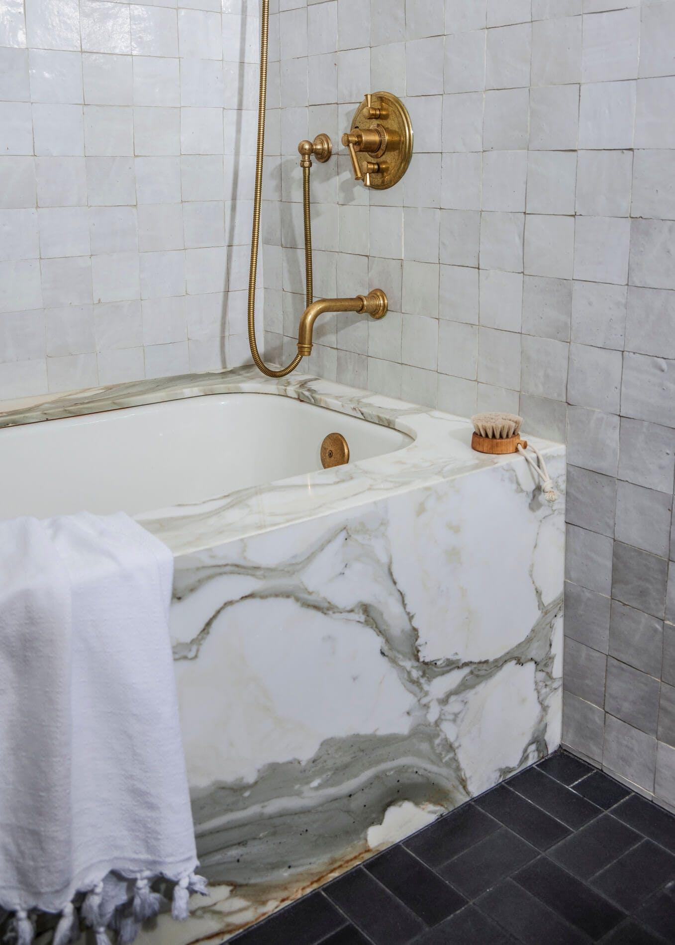 Bathroom marble tub