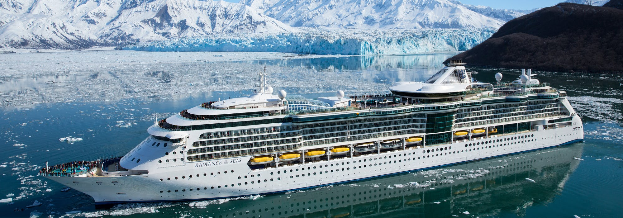Radiance of the Seas kryssar sig fram i Alaskas vackra natur.