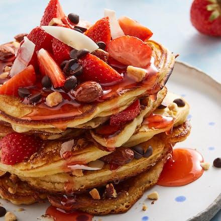 Pannekaker med jordbær og Synnøve gresk yoghurt