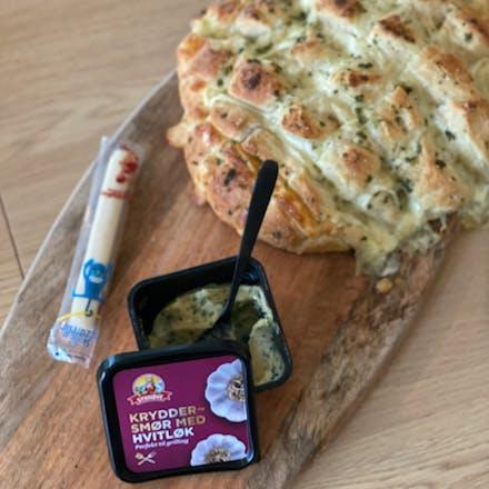 Pull-apartbrød med Skrella Mozzarella & kryddersmør med hvitløk
