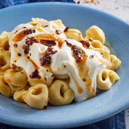Pasta med kremet yoghurtsaus og hvitløk