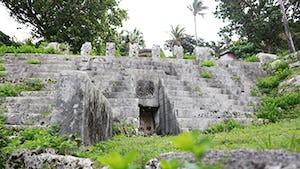仲宗根豊見親(なかそねとぅゆみゃ)の墓
