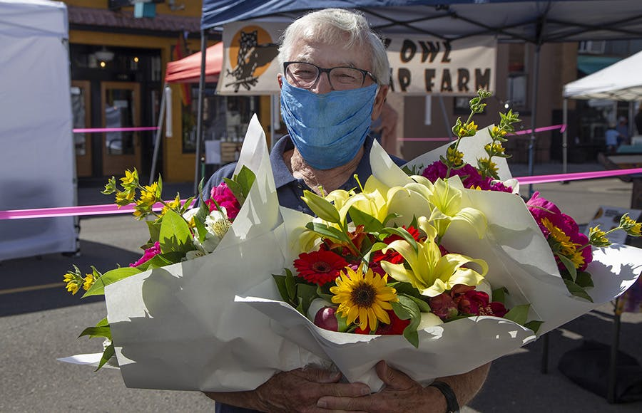 Man wearing mask at the Newberg Wednesday Market - 2020 - Portland Getaway