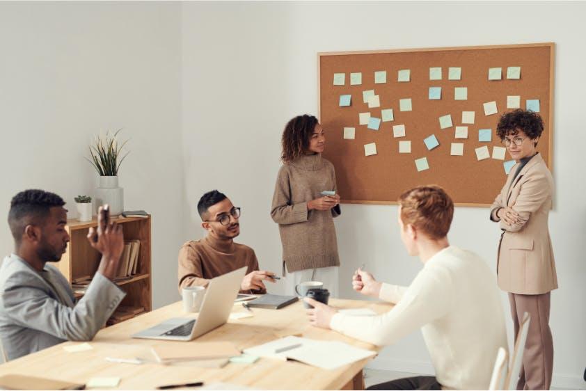 Meeting Zusammenarbeit Ideenfindung