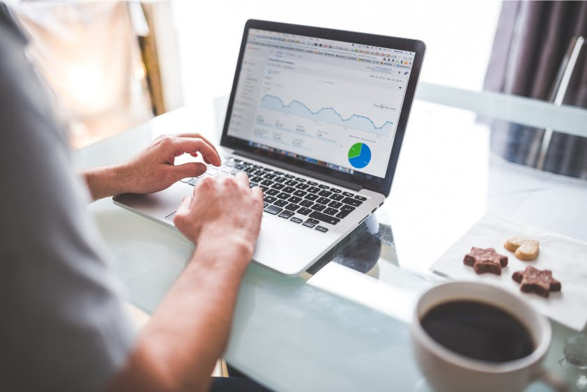 Online-Lohnbuchhaltung Abrechnung Laptop