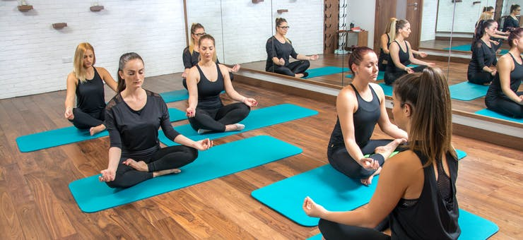 picture of a relaxing yoga class