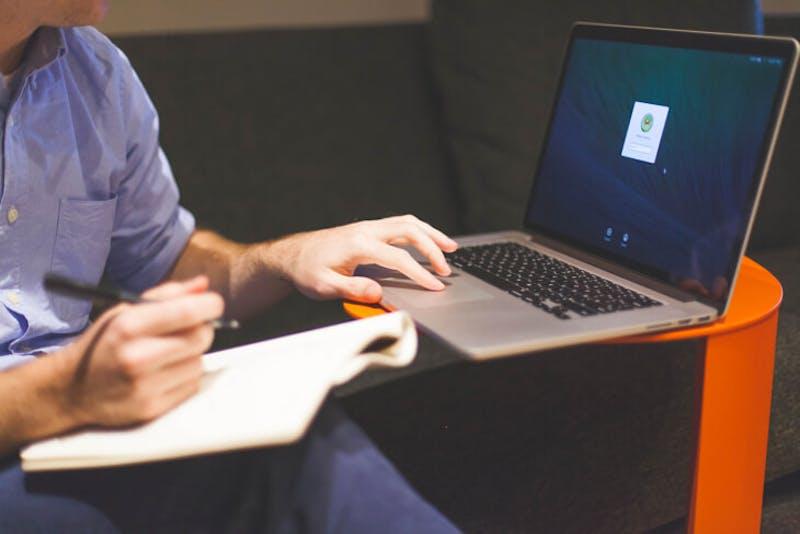 Ondernemer met computer