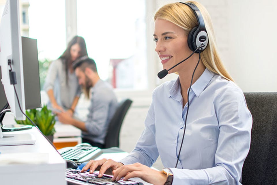 What is a Virtual Receptionist & How They Help Startups