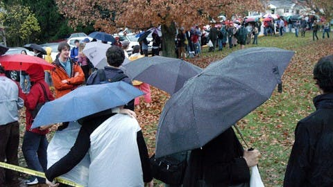 A long line of people waiting to vote in 2004
