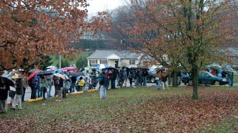 People wait in line to vote in 2004