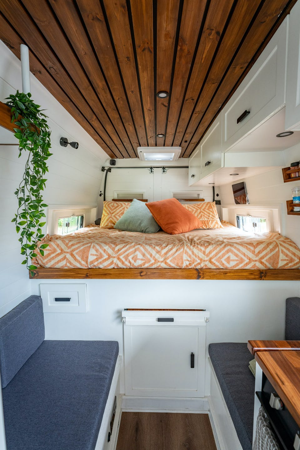 Van conversion with fixed bed