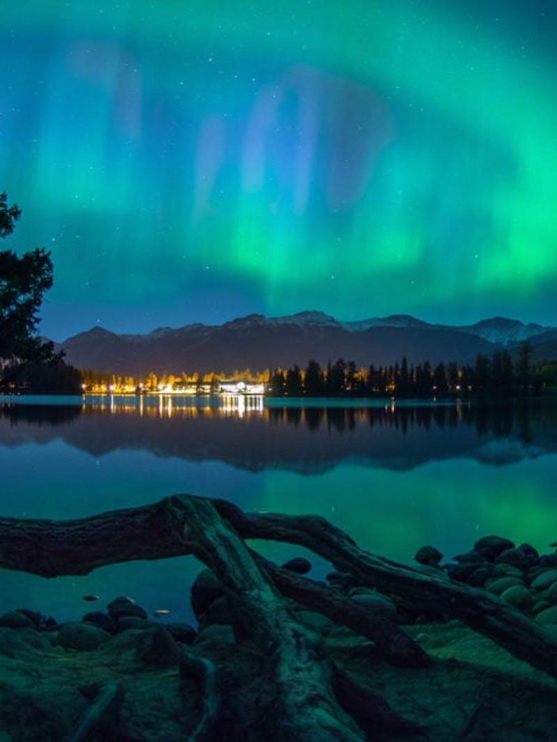 Jasper National Park Dark Sky Preserve blue and green northern lights