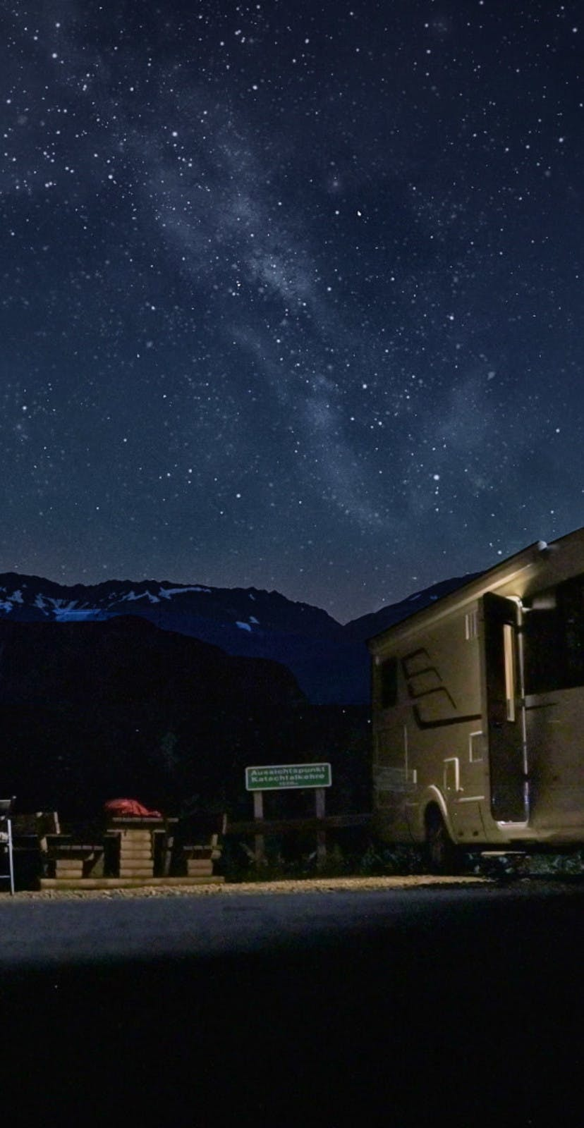 Exploring the Milky Way at night with an RV
