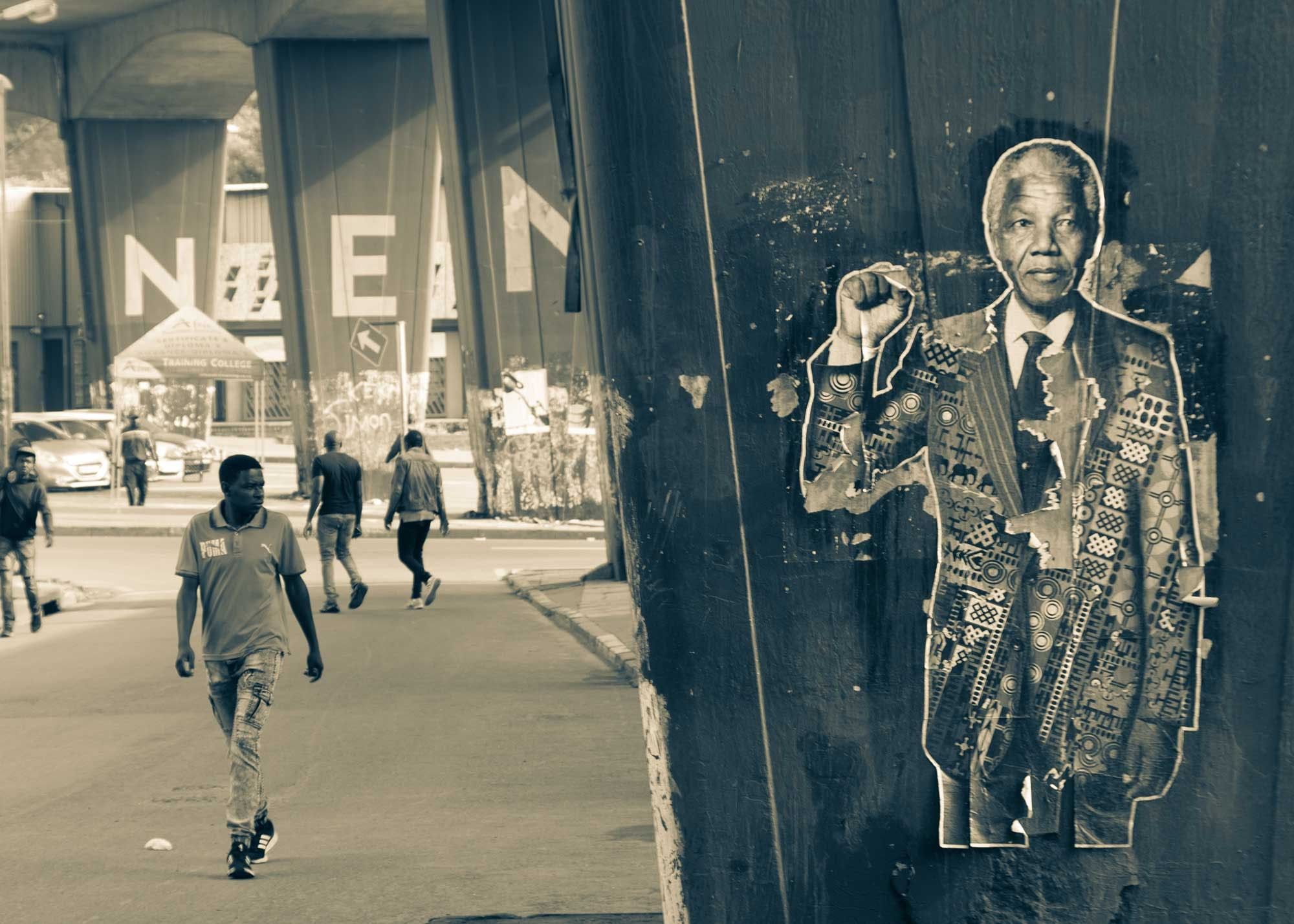 A street art sign of Nelson Mandela