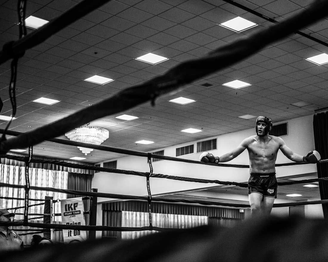 a boxer takes a rest between rounds