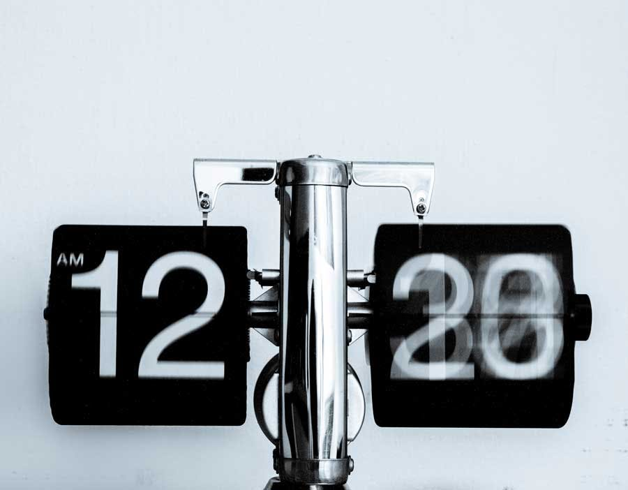 A split second time change on analog clock