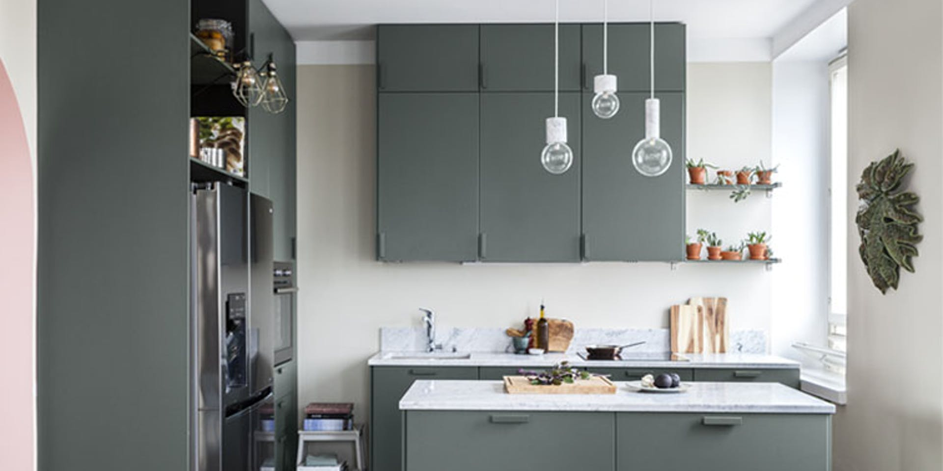 7-Step Guide to Painting Your Kitchen Cupboards Hero Image