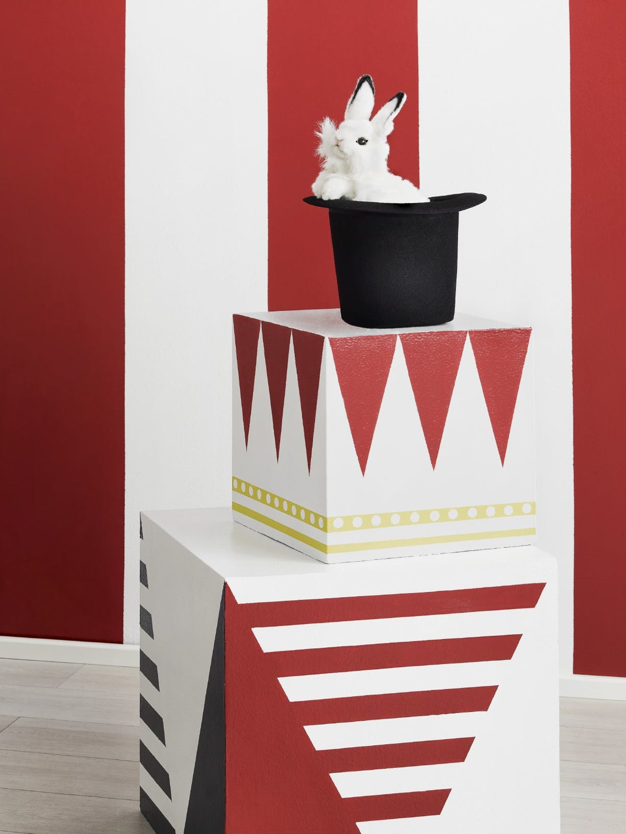 Circus-themed bedroom left