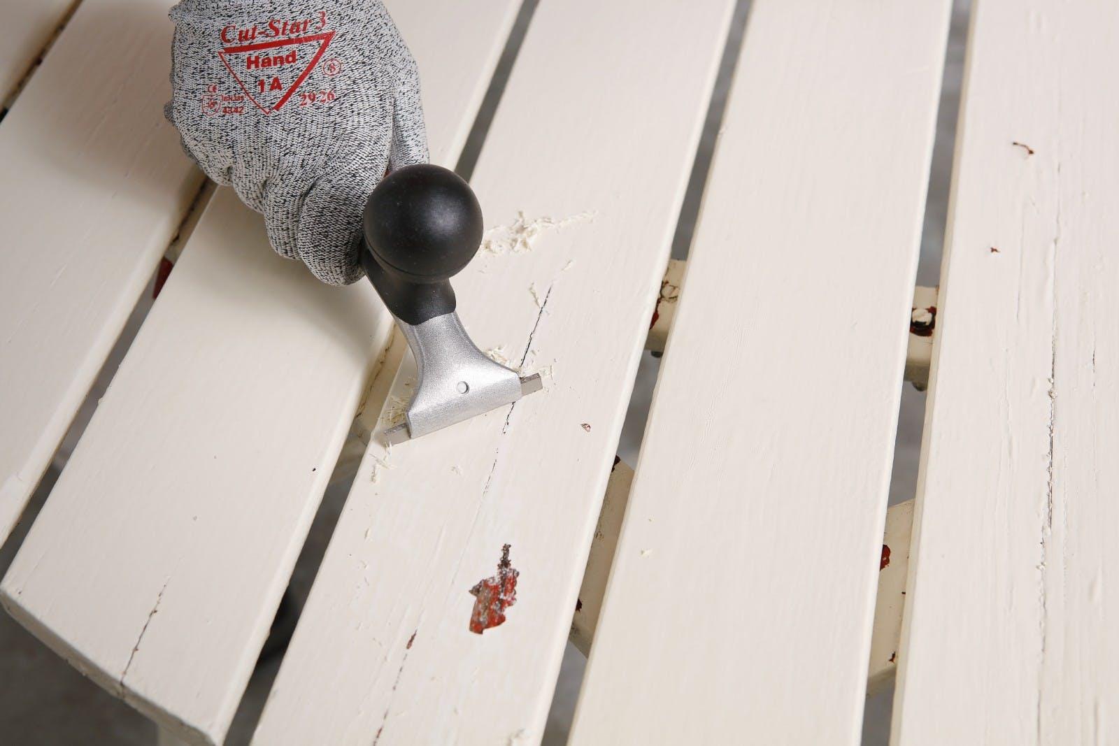 Restore your garden table   Scrape   Tikkurila