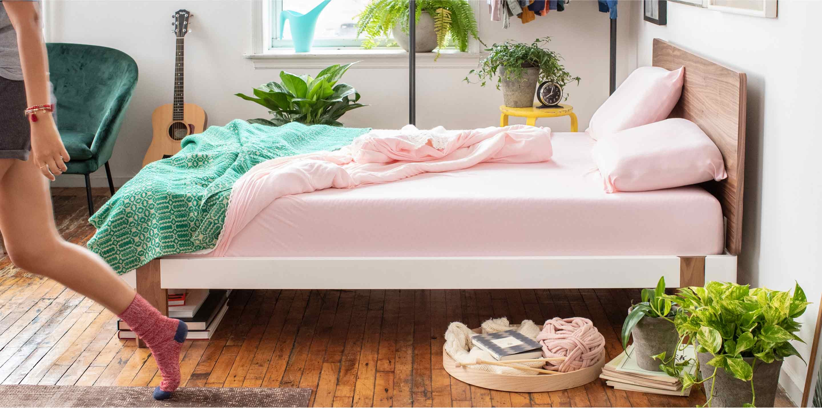 Picture of: Contrast Platform Bed Tuft Needle