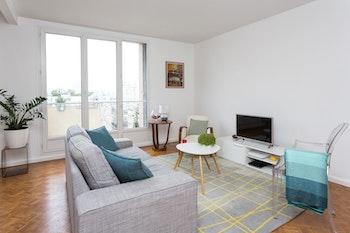 Rénovation d'un appartement de 33 m² avec parquet damier à Paris 8