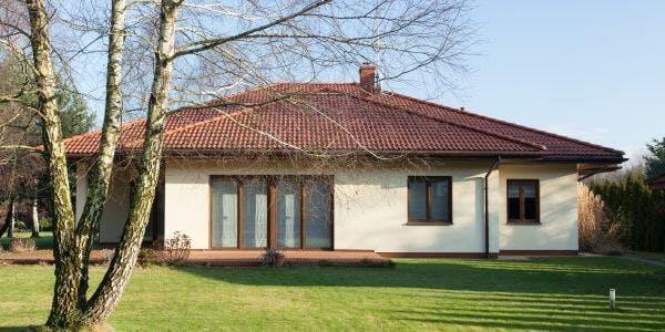 maison traditionnelle de constructeur - plain pied