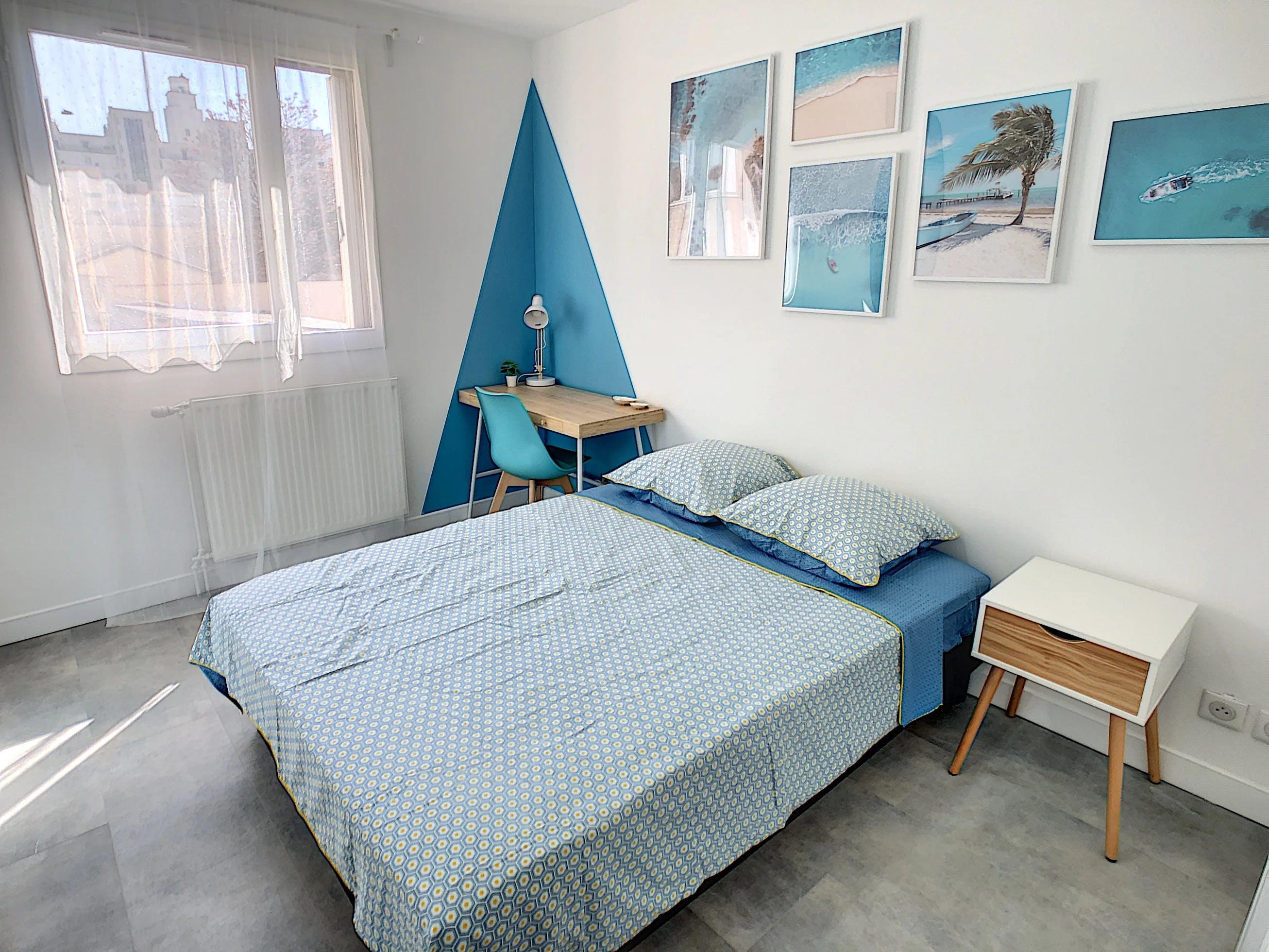 chambre à coucher nuances bleu azur