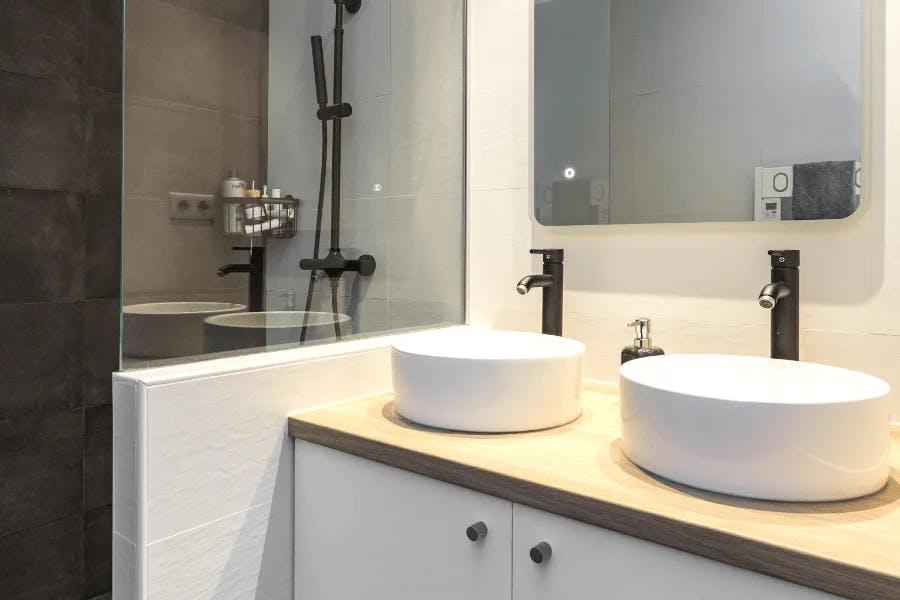 salle de bain couleurs sobres