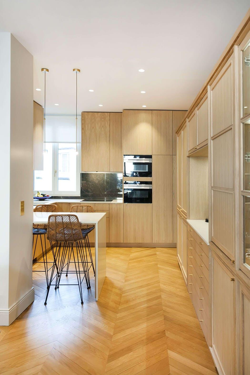 renovation haut de gamme pour la cuisine de cet appartement haussmannien
