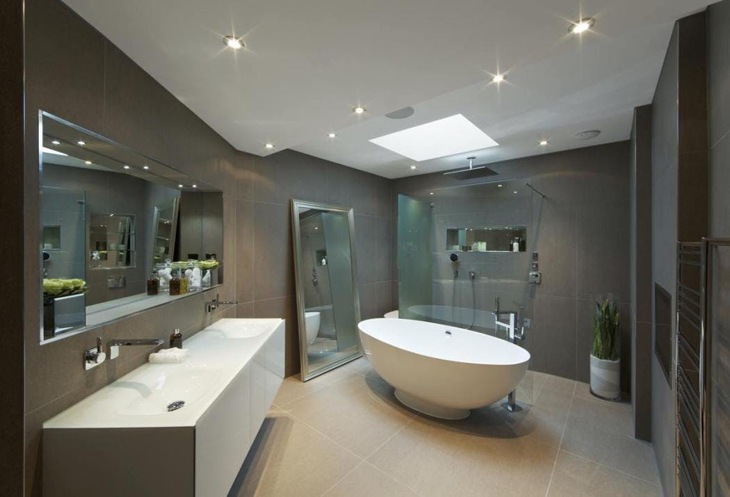 Miroirs pour agrandir la salle de bain