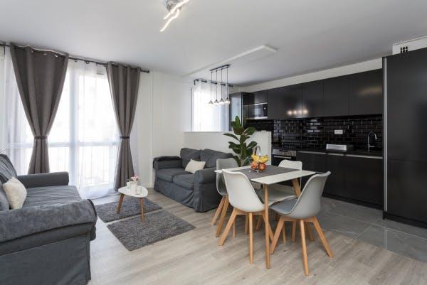 Salon d'un appartement rénové à Lyon