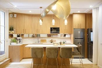 Cuisine modernisée d'un appartement de 115 m² à Paris