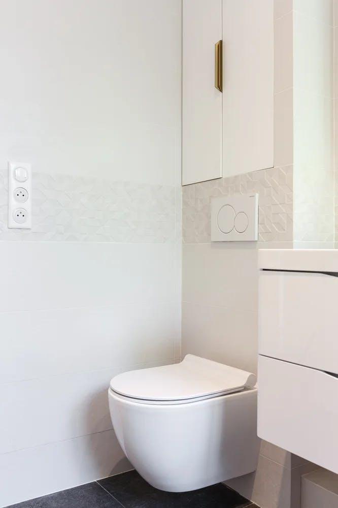 Salle de bains cuvette WC suspendue