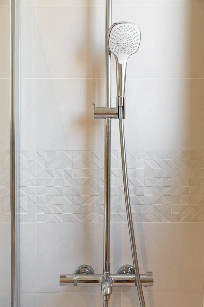Salle de bain pommeau de douche