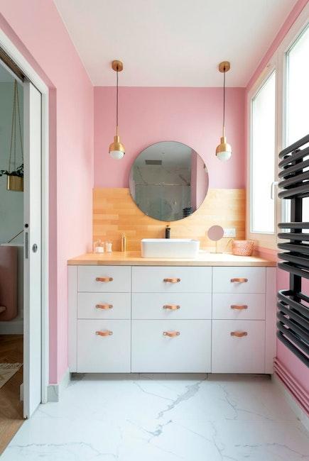 Déco rose et meuble sous vasque de style scandinave