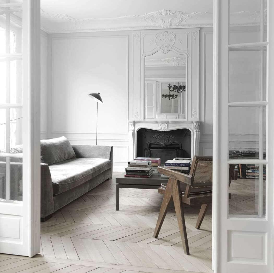Rénovation d'un bel appartement haussmannien à Paris avec parquet, cheminée et moulures