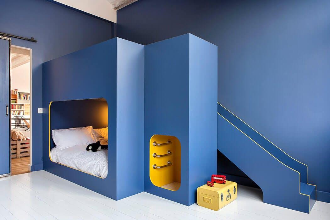 chambre d'enfant dans les tons bleus aménagée au sein du loft