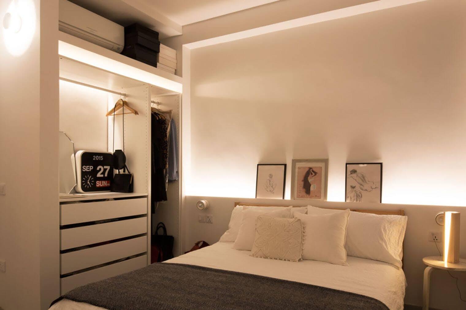 Chambre rénovée avec lumière tamisée
