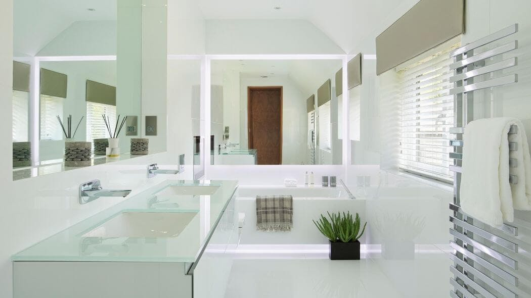 Ambiance déco salle de bain blanche