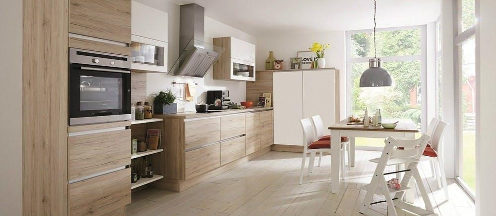 cuisine Aviva design traditionnel avec façades bois
