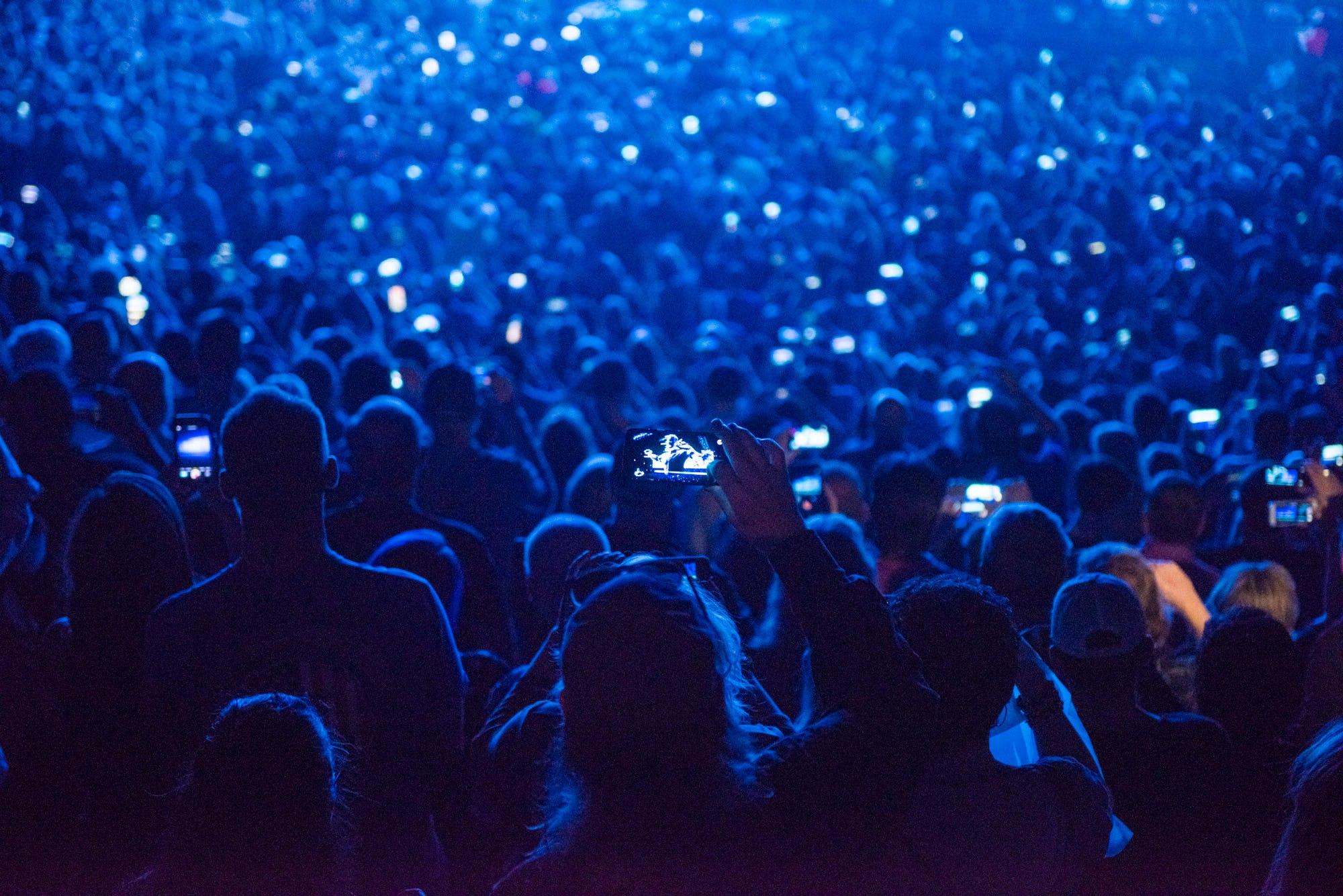 U2 AR audience